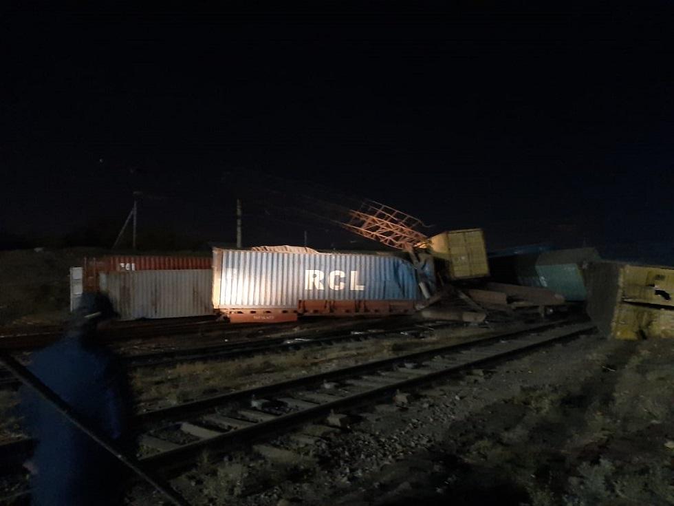 Более 10 вагонов сошли с рельсов и опрокинулись в Шымкенте