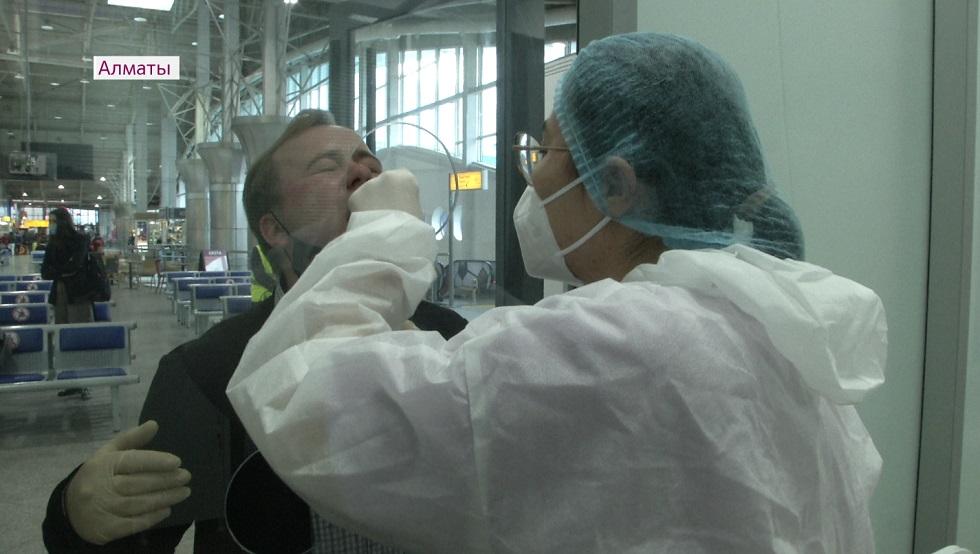 Пассажиров, прилетевших на самолете без ПЦР-теста, депортируют из Казахстана
