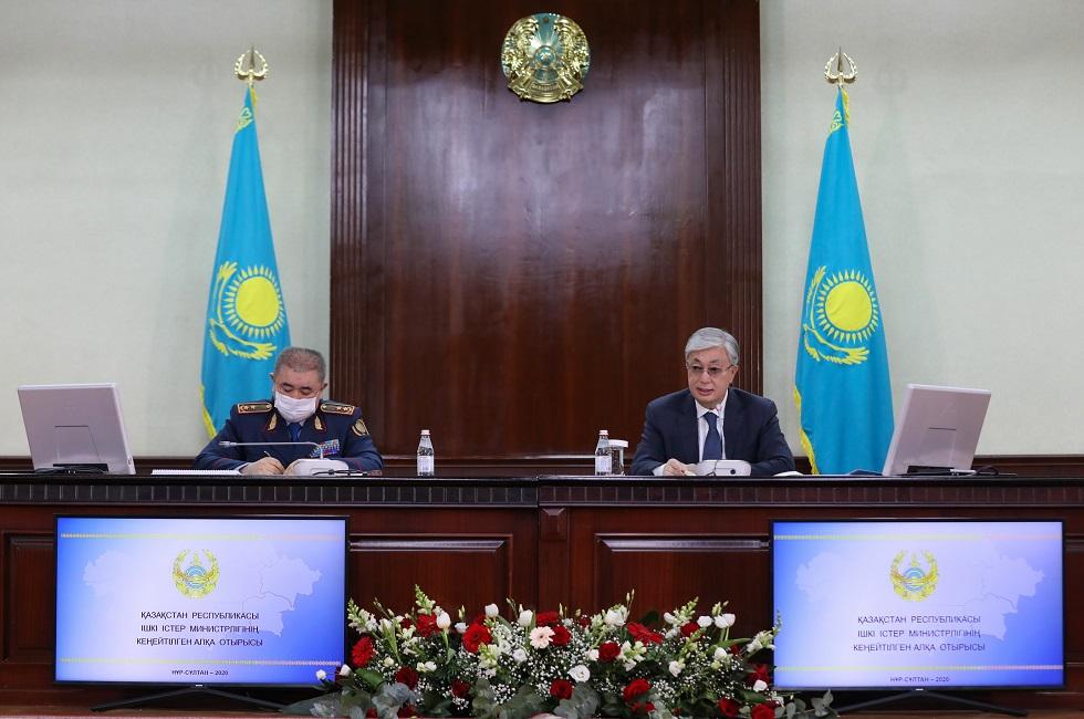 Казахстанским полицейским повысят зарплату на 30%