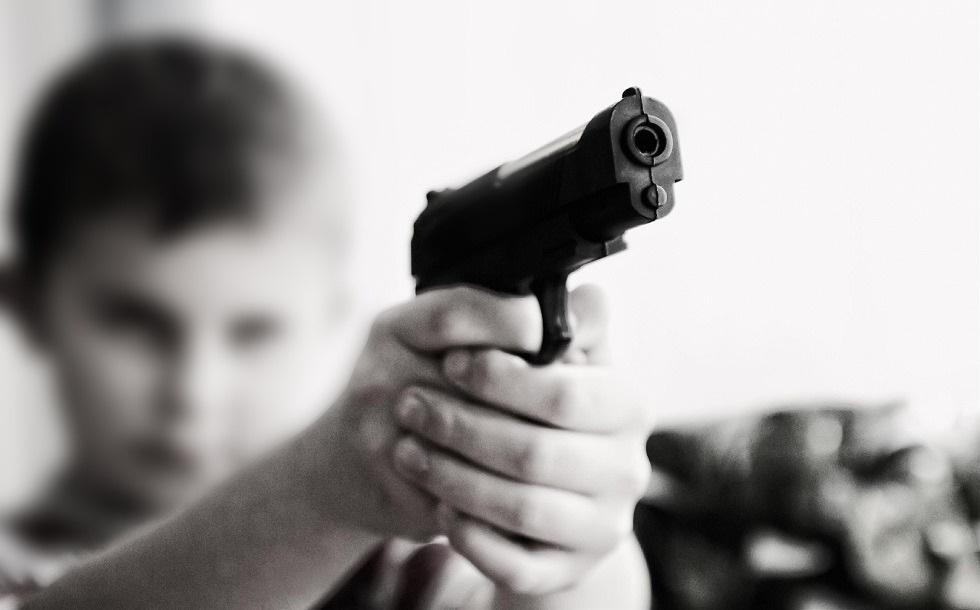 Сын полицейского пытался убить всю семью