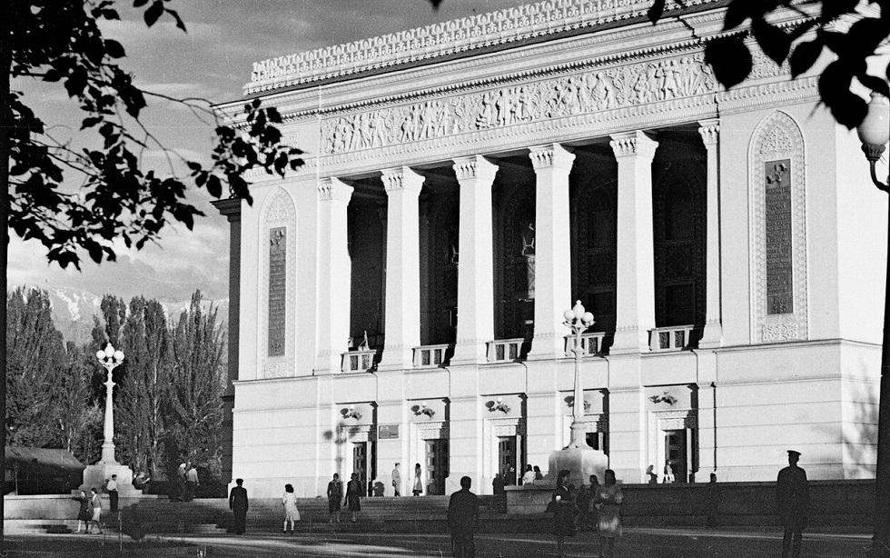 Алматинские истории: о театре, литературе и поэзии