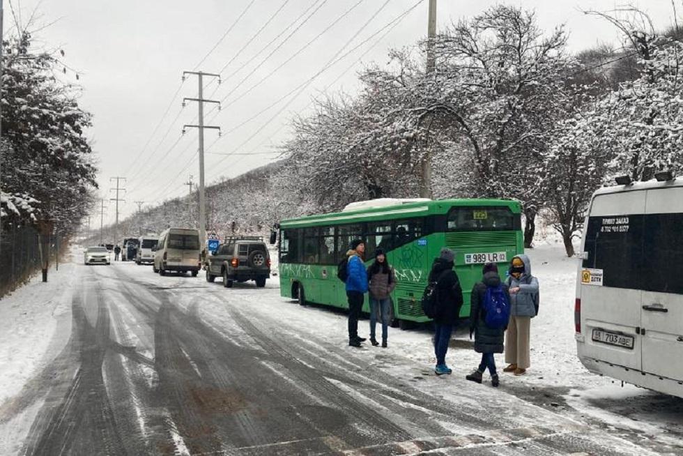 С озера Иссык эвакуировали пятьдесят туристов