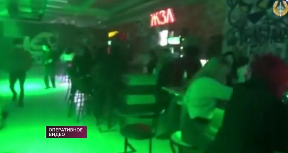 Ночной клуб подглядывание в туалете ночной клуб метелица москва в 90 х