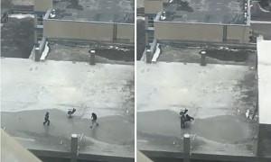 Опасные забавы: дети в Актау играли в хоккей на крыше строящейся многоэтажки