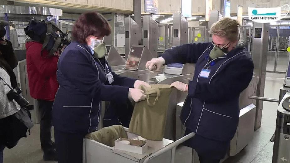 COVID-19: в петербургском метро начали дезинфицировать жетоны
