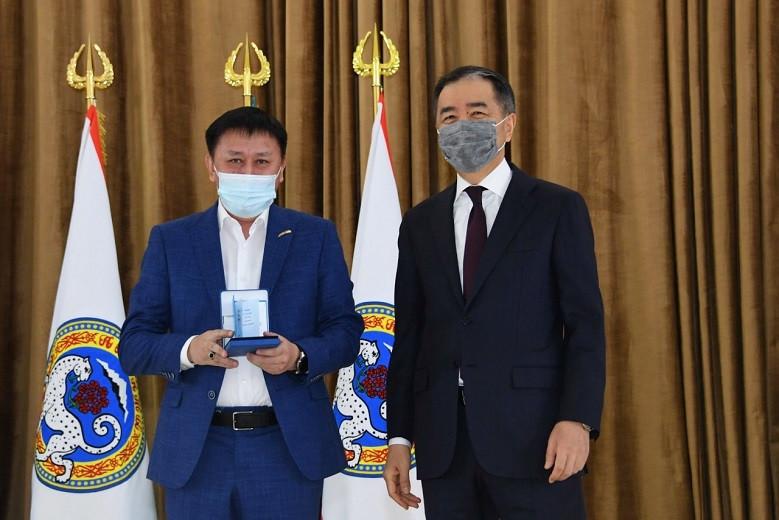 Жителям Алматы вручены государственные награды