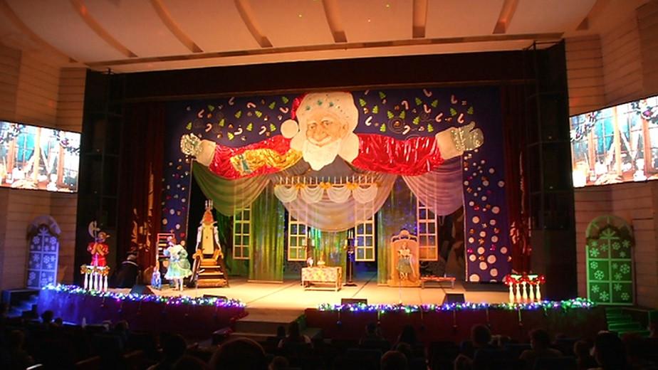 Театр для детей и юношества им. Н. Сац представил маленьким алматинцам премьеру новогодней постановки