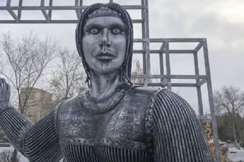 Страшный памятник «Аленке» шокировал весь мир