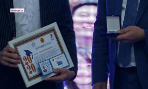 Независимости 29 лет: в Алматы наградили лучших студентов и педагогов