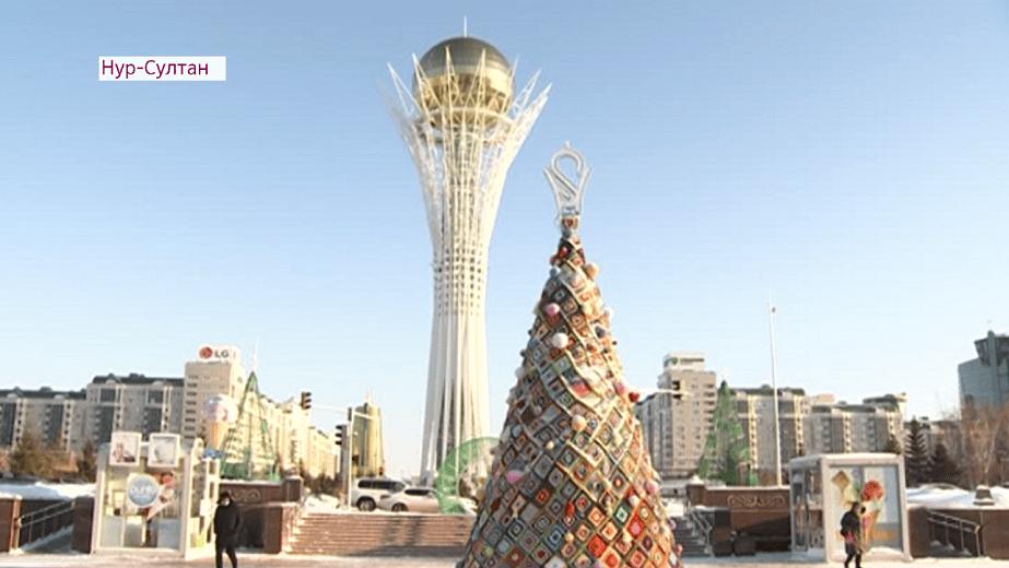 Шестиметровую вязаную елку установили в Нур-Султане