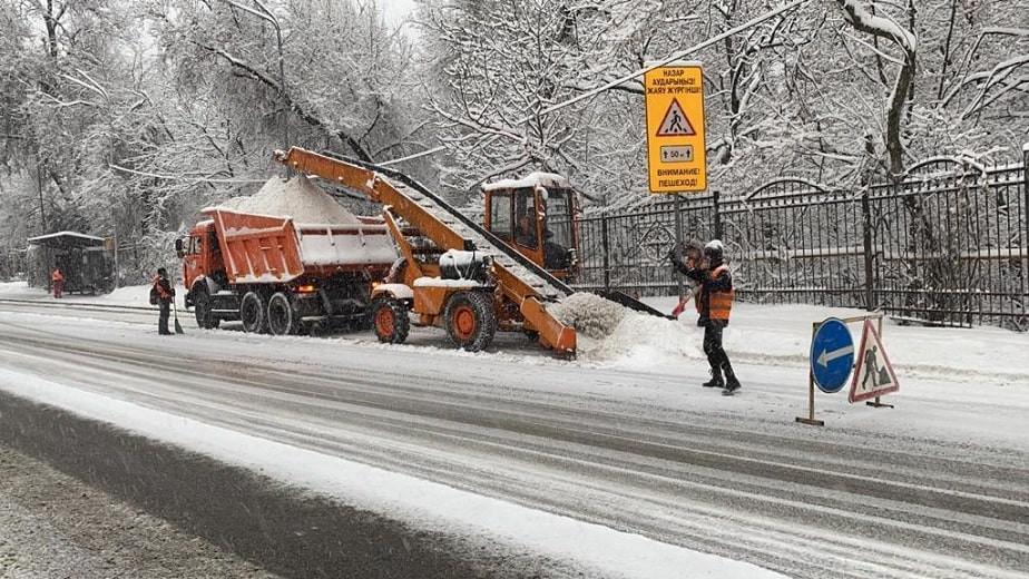 В Алматы за ночь выпало 10 см снега