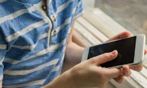 Мошенник купил у 5-летнего ребенка дорогой телефон за 1000 тенге