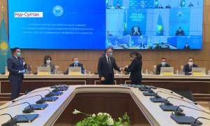 Удостоверения и нагрудные знаки вручили новоизбранным депутатам Мажилиса Парламента РК