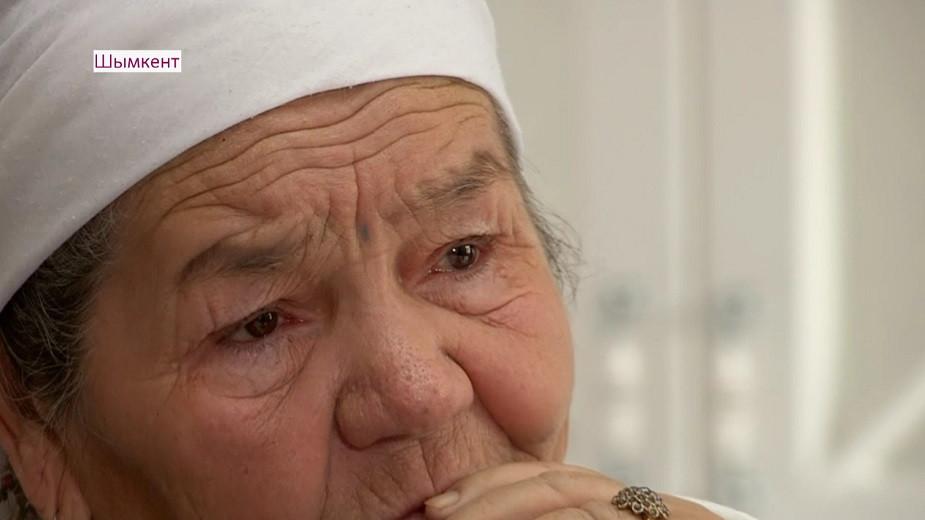 Пожилую мать избили дочери и зятья в Шымкенте