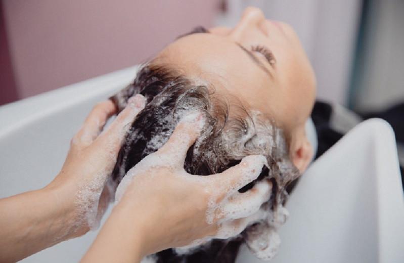 Неправильное мытье головы приводит к выпадению волос - hair-стилисты раскрыли главные ошибки