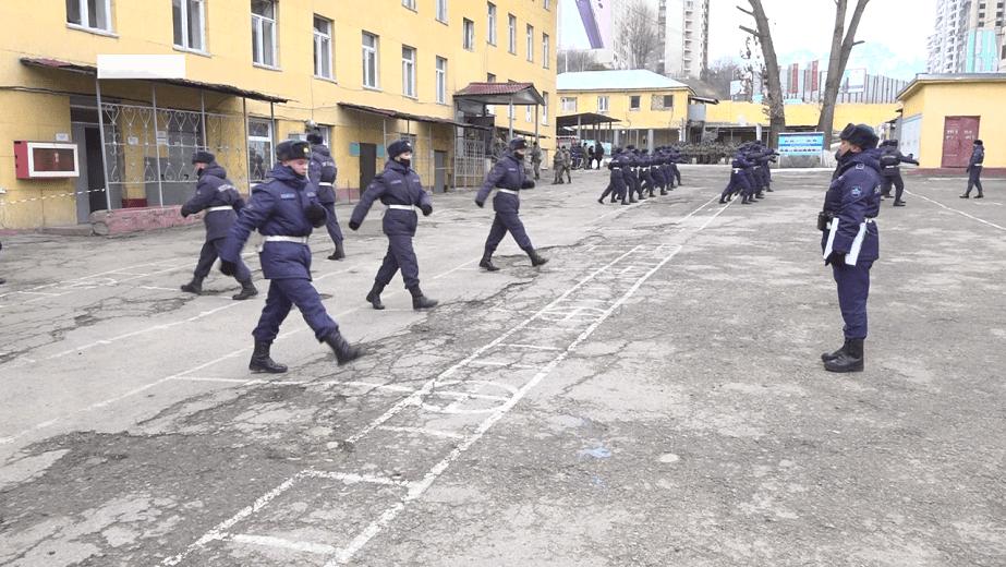 Герои нашего времени: как гвардейцы проходят службу в период пандемии
