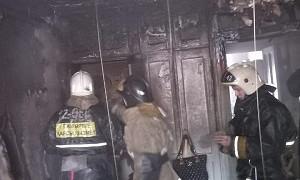 Семей қаласында құтқарушылар өртенген үйден 3 газ баллонын шығарып үлгерді