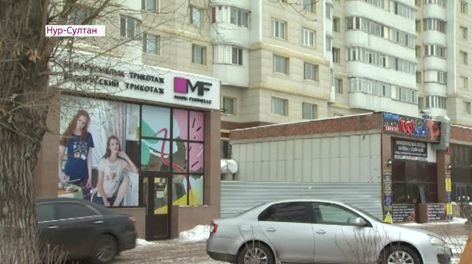 Жители столицы пожаловались на близкое расположение незаконных пристроек к их домам