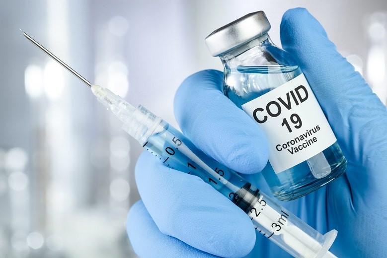 Девяностолетняя пенсионерка в непогоду прошла 10 километров ради прививки от COVID-19