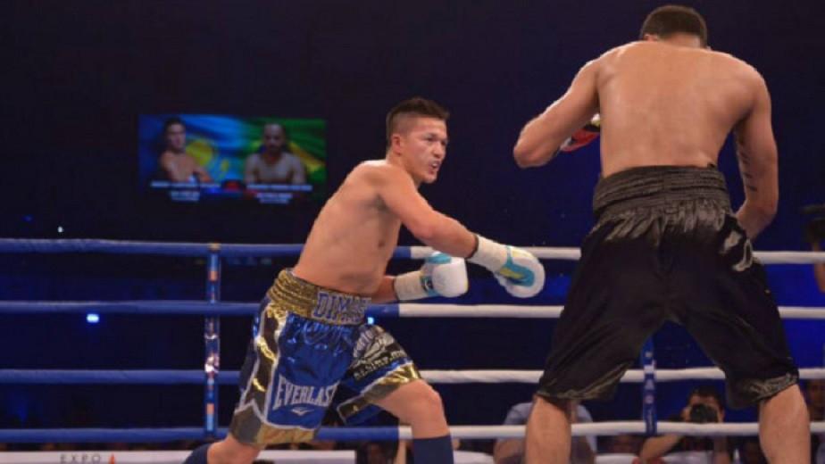 Казах-полицейский из Нью-Йорка одержал победу в боксерском поединке