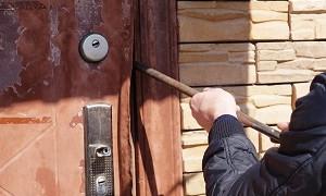 Группа злоумышленников вскрыла дом пенсионерки в Костанайской области