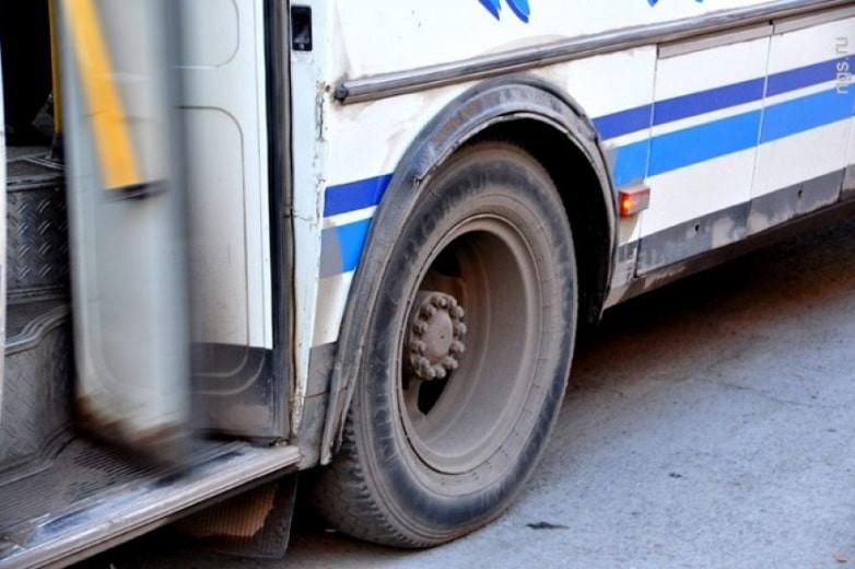 Сам себя задавил: водитель попал под свой автобус в Экибастузе