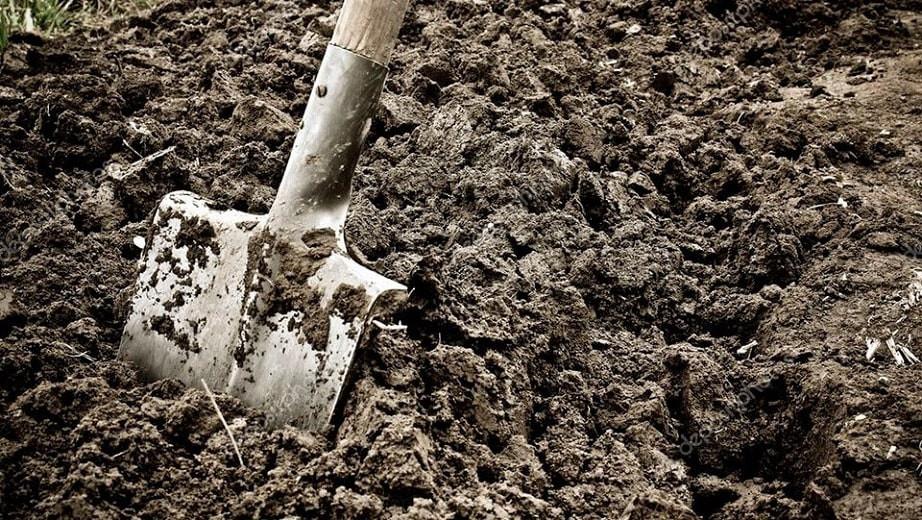 Сам себе могилу вырыл: работник кладбища погиб под обрушившимся грунтом