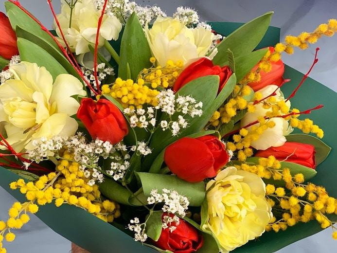 Какие цветы лучше не дарить на 8 марта