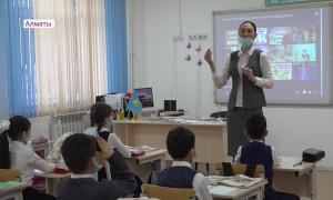 Алматинские школьники возвращаются к традиционному обучению