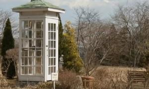 Звонок на тот свет: в Японии появилась телефонная будка для связи с погибшими родственниками