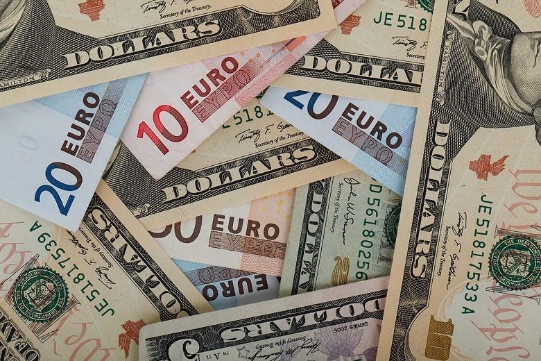 Доллар и евро резко выросли по отношению к тенге (курс валют на 7 апреля)