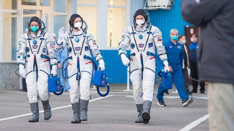 Добро пожаловать домой: экипаж корабля «Союз МС-17» вернулся на Землю