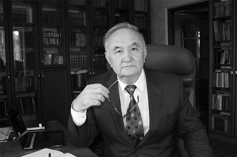 Казахстанцы простились с Есенгали Раушановым