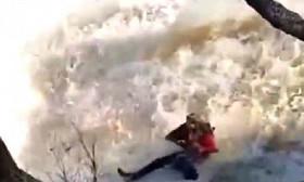 Эффектное фото не получилось: отец с дочерью упали в водопад в Акмолинской области
