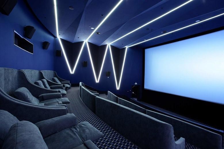 """В Алматы заработали 5 кинотеатров по мобильному приложению """"Ashyq"""" в условиях """"красной"""" зоны"""