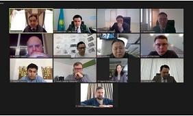 Б. Сагинтаев встретился с международным экспертом Ф. Хатчем и представителями IT-совета