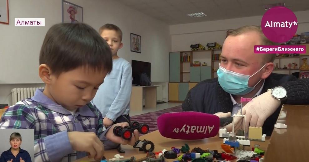 """Чужих детей не бывает: телеканал """"Алматы"""" помог обрести семью воспитанникам детских домов"""