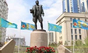 Памятник легендарному летчику Талгату Бегельдинову появился в Нур-Султане