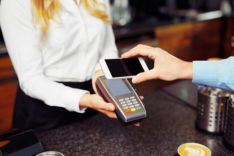 Чем грозят платежи с помощью смартфона - специалисты