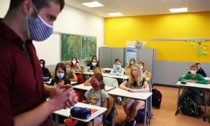 Коронавирус в мире: в Греции открылись школы, в Британии разрешили обниматься (дайджест)