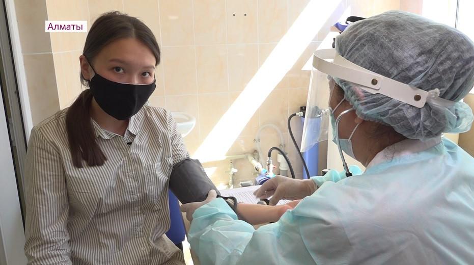 Город-лидер по числу привитых: в Алматы продолжается массовая вакцинация