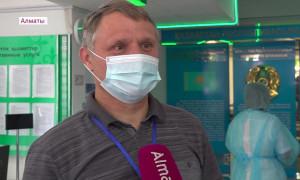 Нужно остановить болезнь: пенсионеры Алматы активно вакцинируются от COVID-19