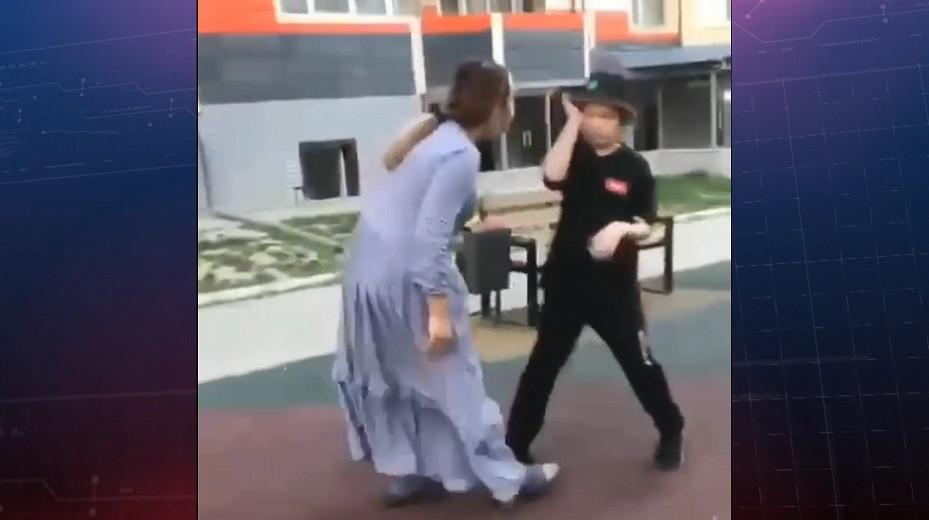 Женщина пыталась откусить ухо ребенка на детской площадке - CRIME TIME