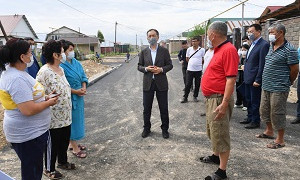 Б. Сағынтаев Өжет пен Шаңырақ-5 ықшам ауданындағы жол құрылысы жұмысының барысын тексерді