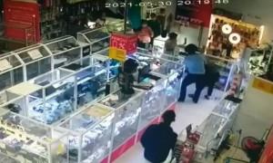 За гранью морали: взрослый мужчина ограбил 8-летнюю девочку в Нур-Султане