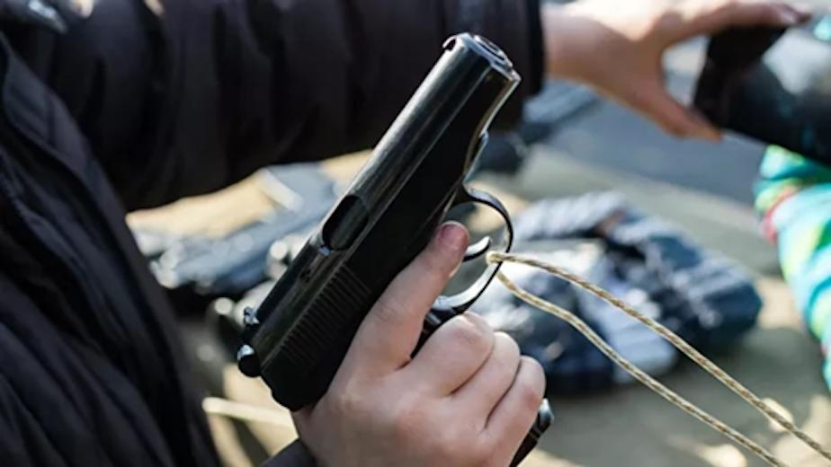 Сделал замечание ребенку: разъяренная мать выстрелила в незнакомца