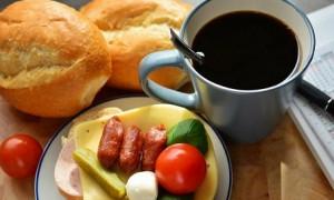 Только не на завтрак: диетолог назвала время, когда можно пить кофе без вреда для здоровья