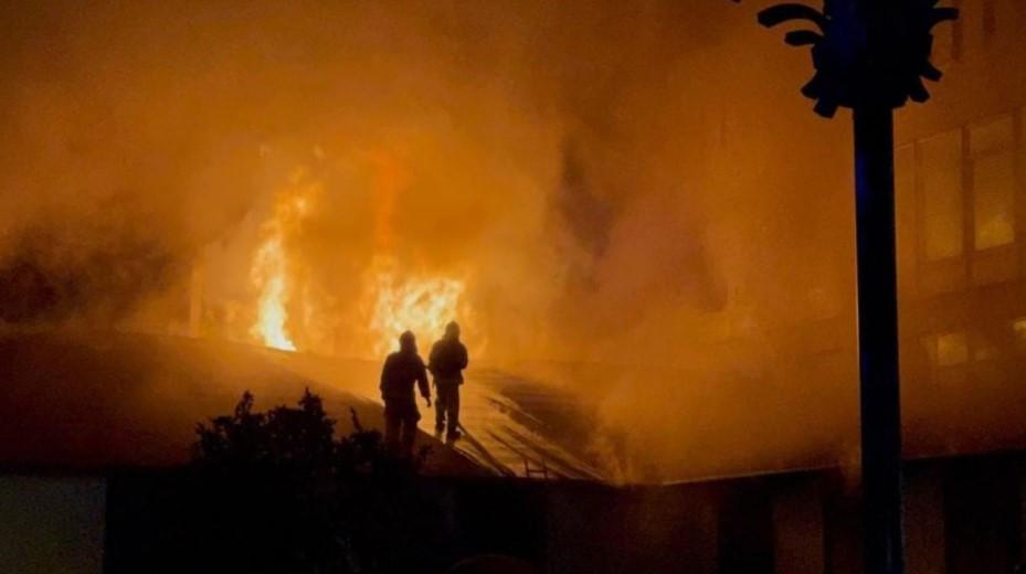 Кафе и магазин загорелись: пострадавших нет