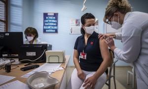 COVID-19 в мире: марафон вакцинации в Чехии, закрытие границ в Бангладеш (дайджест)