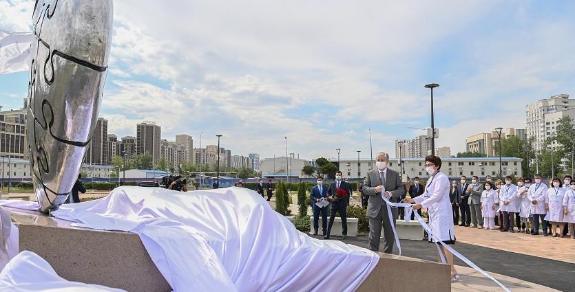 Касым-Жомарт Токаев принял участие в церемонии открытия мемориала «Алтын жүрек»